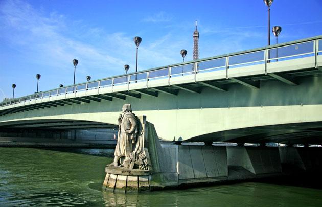 Pont-de-l'Alma-Zouave-_-630x405-_-©-Fotolia-Claude-Coquilleau